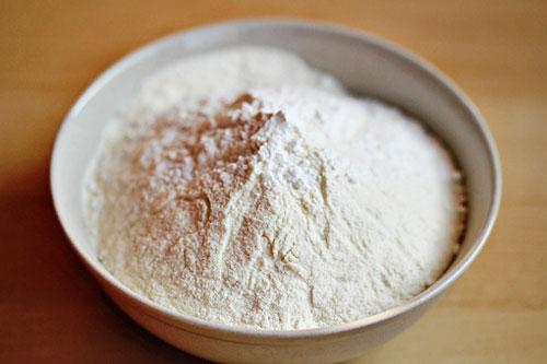 Cách làm trắng da bằng bột nở