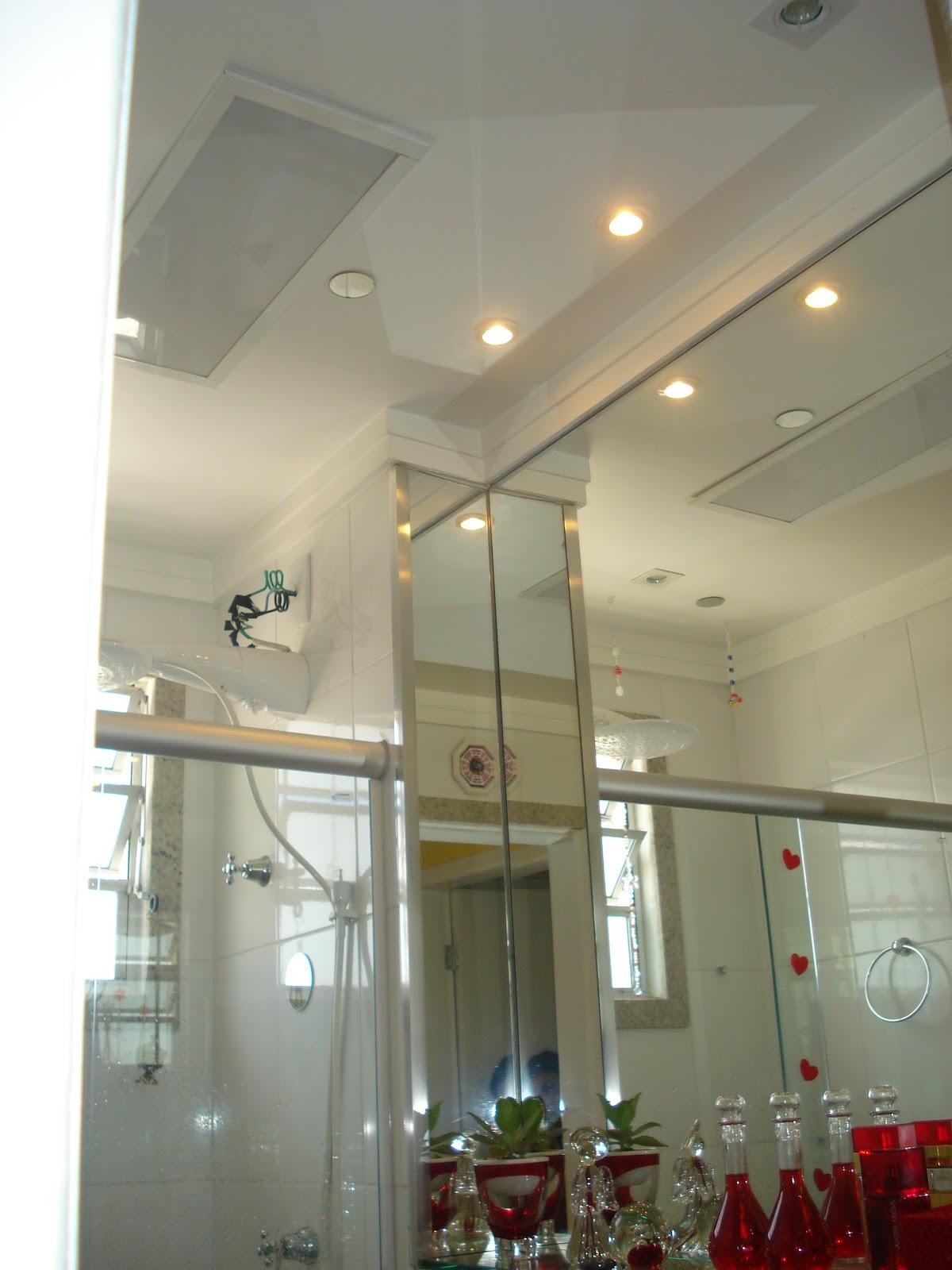 Espelhos no teto para equilibrar energia dos banheiros Banheiro no  #643428 1200 1600