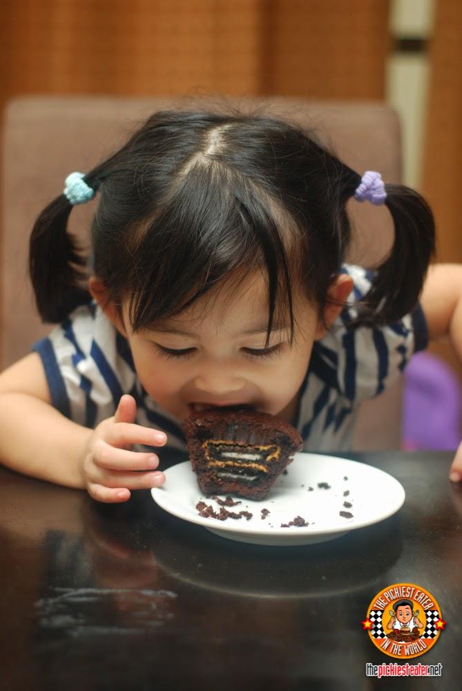 girl with cupcake