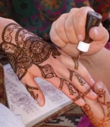 Simple mehndi designs for hands 2012 there are various kinds of mehndi