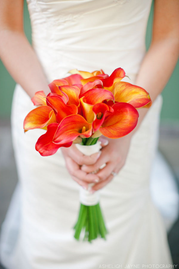 Orange Bouquet // Photography by Asheligh Jayne // Bouquet by http://dunnandsonnierflowers.com/ via www.lemagnifiqueblog.com