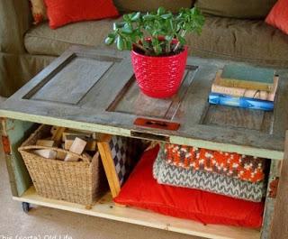 http://www.muyingenioso.com/mesa-de-cafe-reciclando-una-puerta/