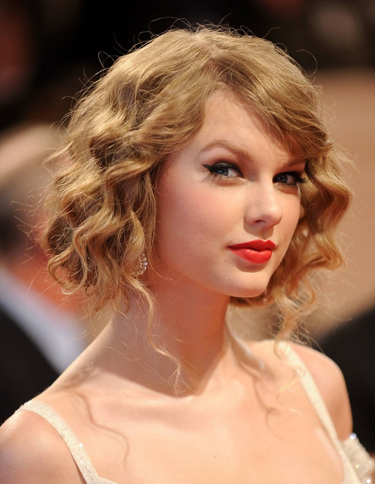 The Teach Zone Taylor Swift Long Hairstyles With Bangs 2012