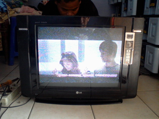 ... kumparan vertikal, pada Tv Sharp Alexander sering putus bagian bawah