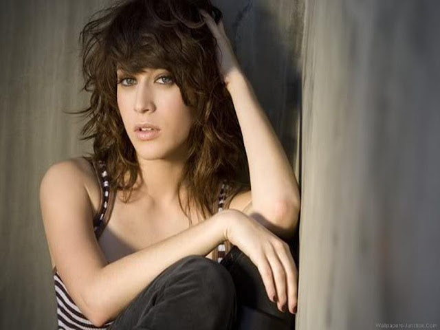 Lizzy Caplan Wallpaper