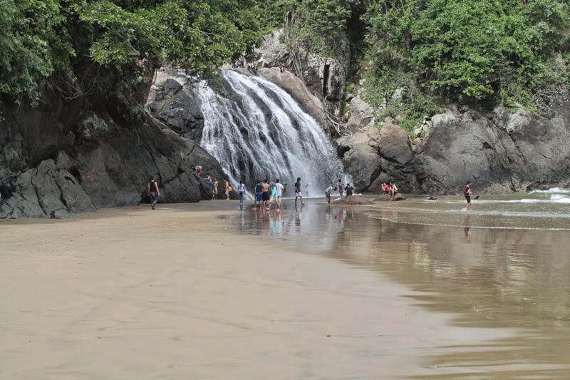 Salika Travel : Wisata Pantai Banyu Anjlok
