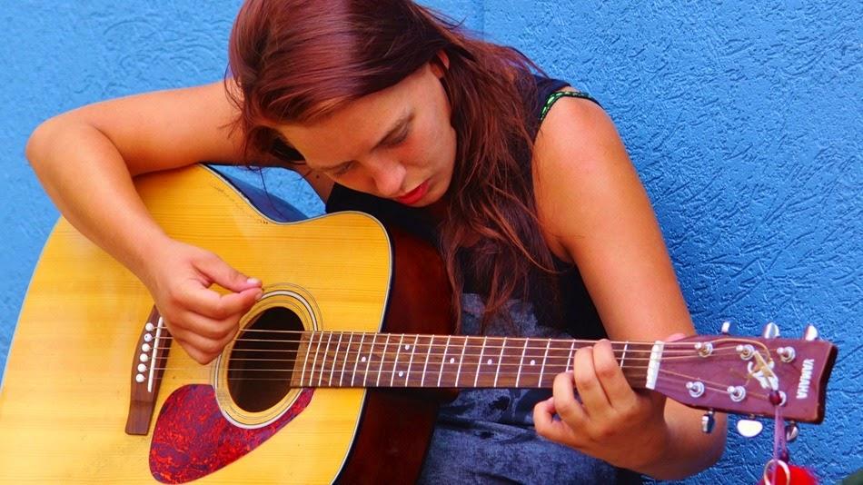 belajar gitar, belajar gitar pemula, belajar menyetem gitar, cara mudah belajar gitar, tips bermain gitar, belajar chord gitar,