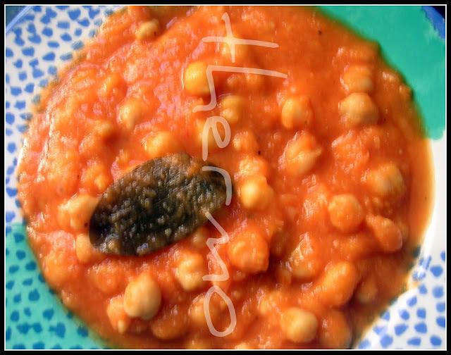 Guiso de garbanzos y tomate