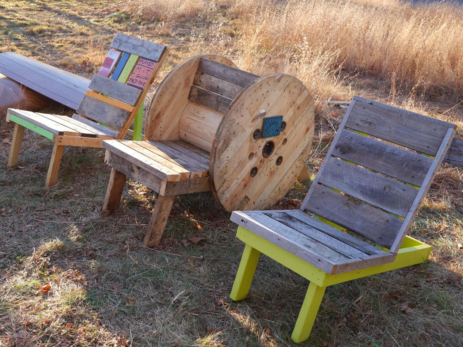 Adirondack chairs from free wooden spools What are chairs made of