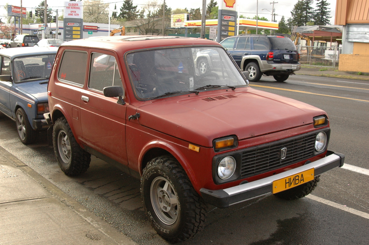 old parked cars 1997 lada niva 1600. Black Bedroom Furniture Sets. Home Design Ideas