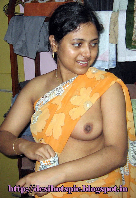Indian desi aunty showing her big milky boobs