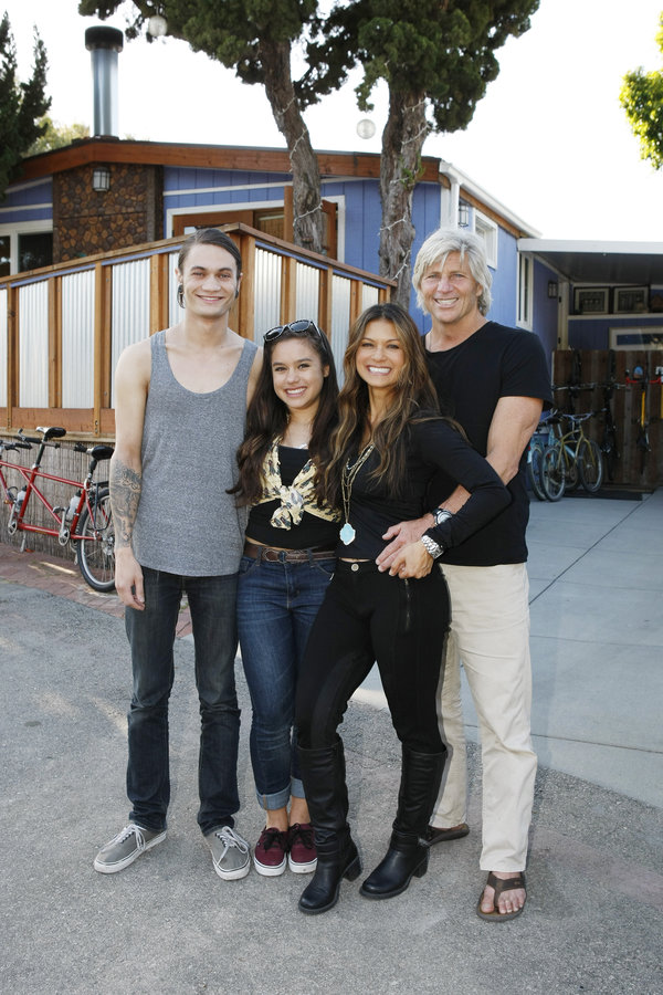 Nia Peeples and family
