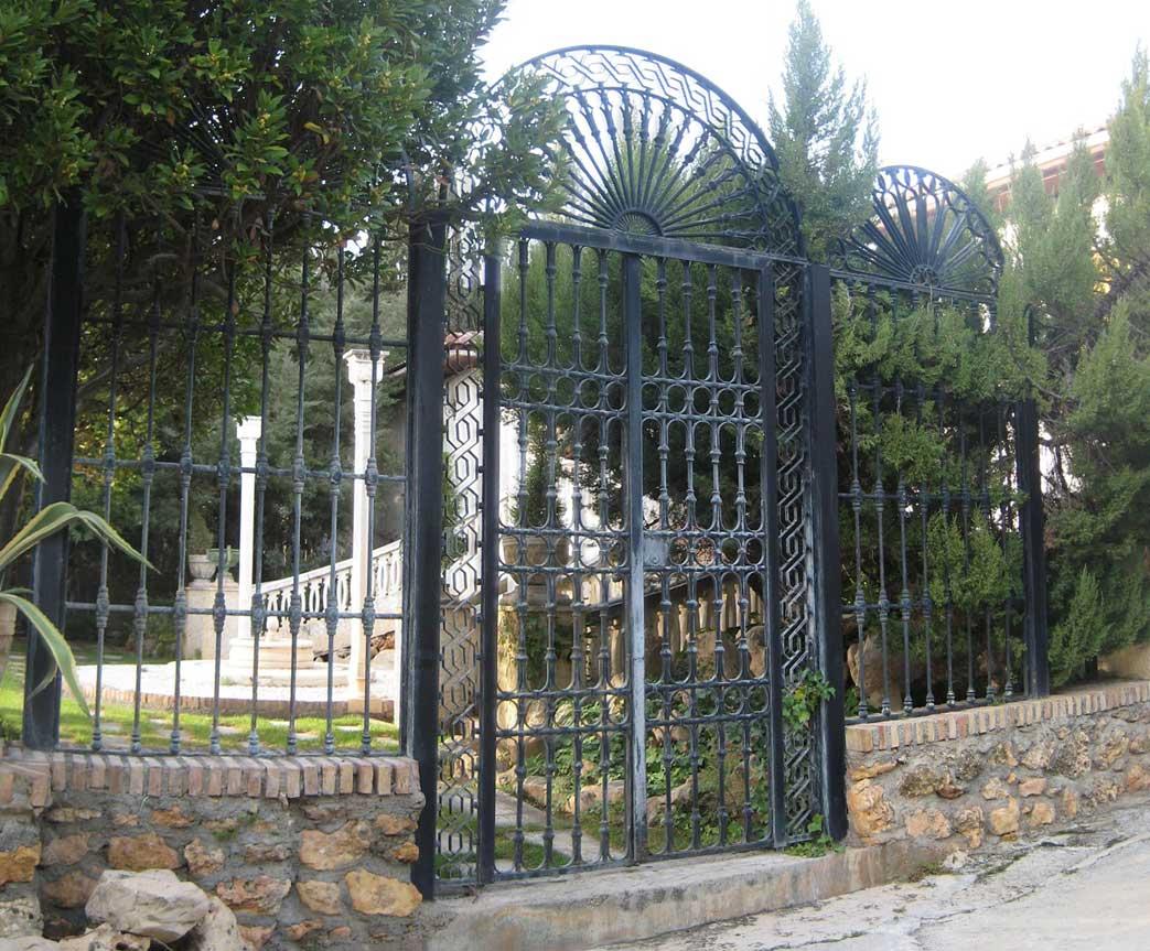 Ideas metalicas rejas metalicas exterior for Reja para jardin vertical