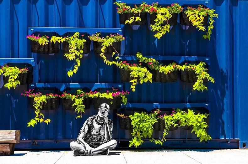 Artista se convierte a sí mismo en un ilustración digital viviente al utilizar pintura corporal