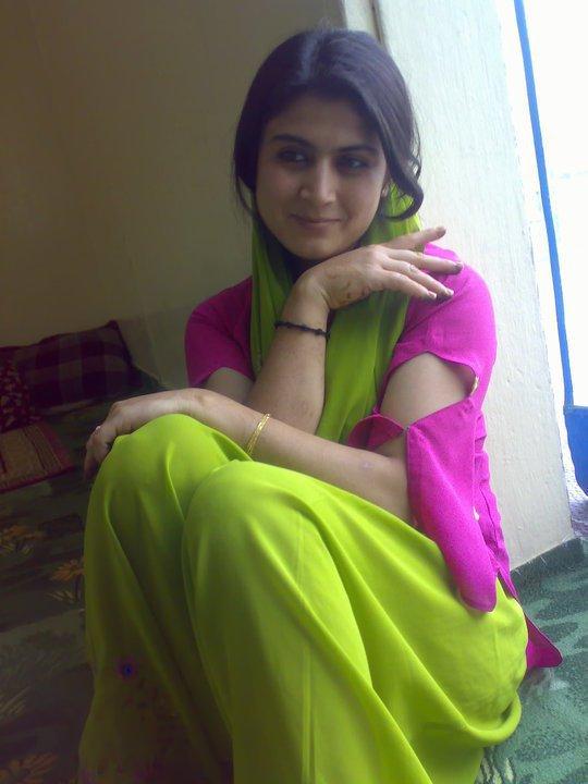 Indian And Paki Wallpapers: Pakistani Latest College Girls
