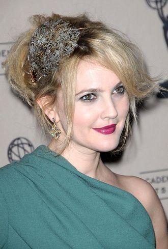 Mezuniyet balosu kep töreni topuz saç modelleri 2012 2013