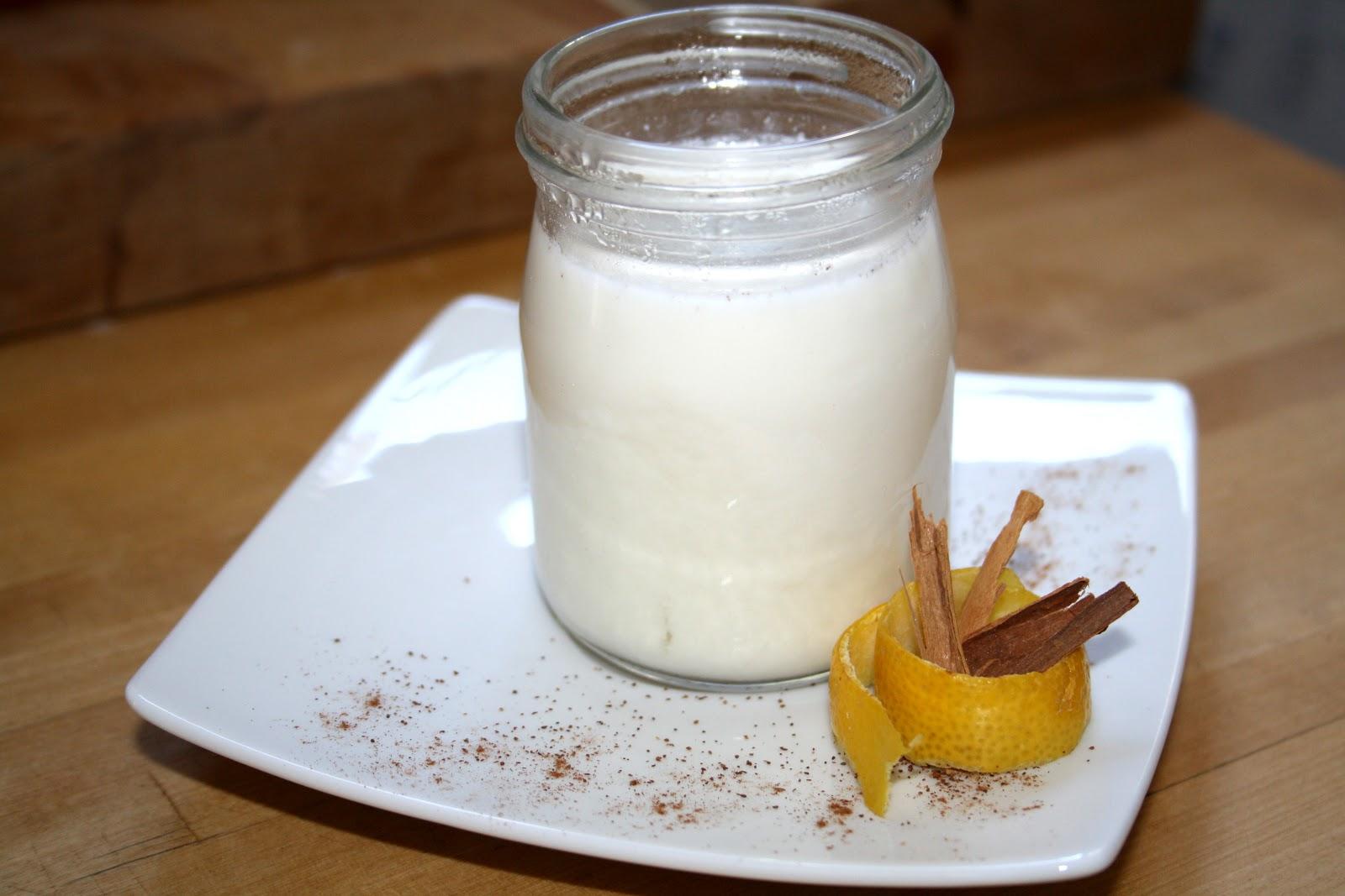 Leche merengada, leche y canela