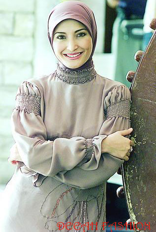 Jilbab ala Inneke Koesherawati Classic Chic