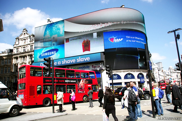 aliciasivert, alicia sivertsson, london, england, piccadilly circus