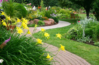 6 landscaping curb appeal ideas my enchanting cottage garden