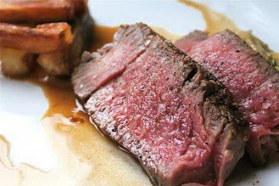 Thịt bò tái: lợi và hại