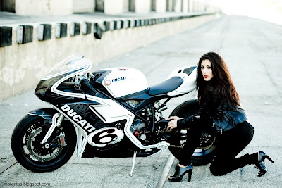 motos-pistera-mujeres-ducati-wallpaper