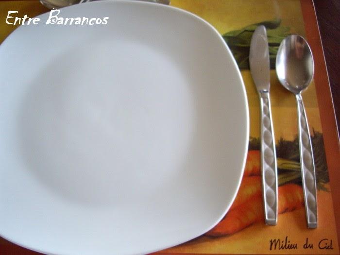 Entre barrancos cocina cubiertos recibir en casa for Tenedor y cuchillo en la mesa