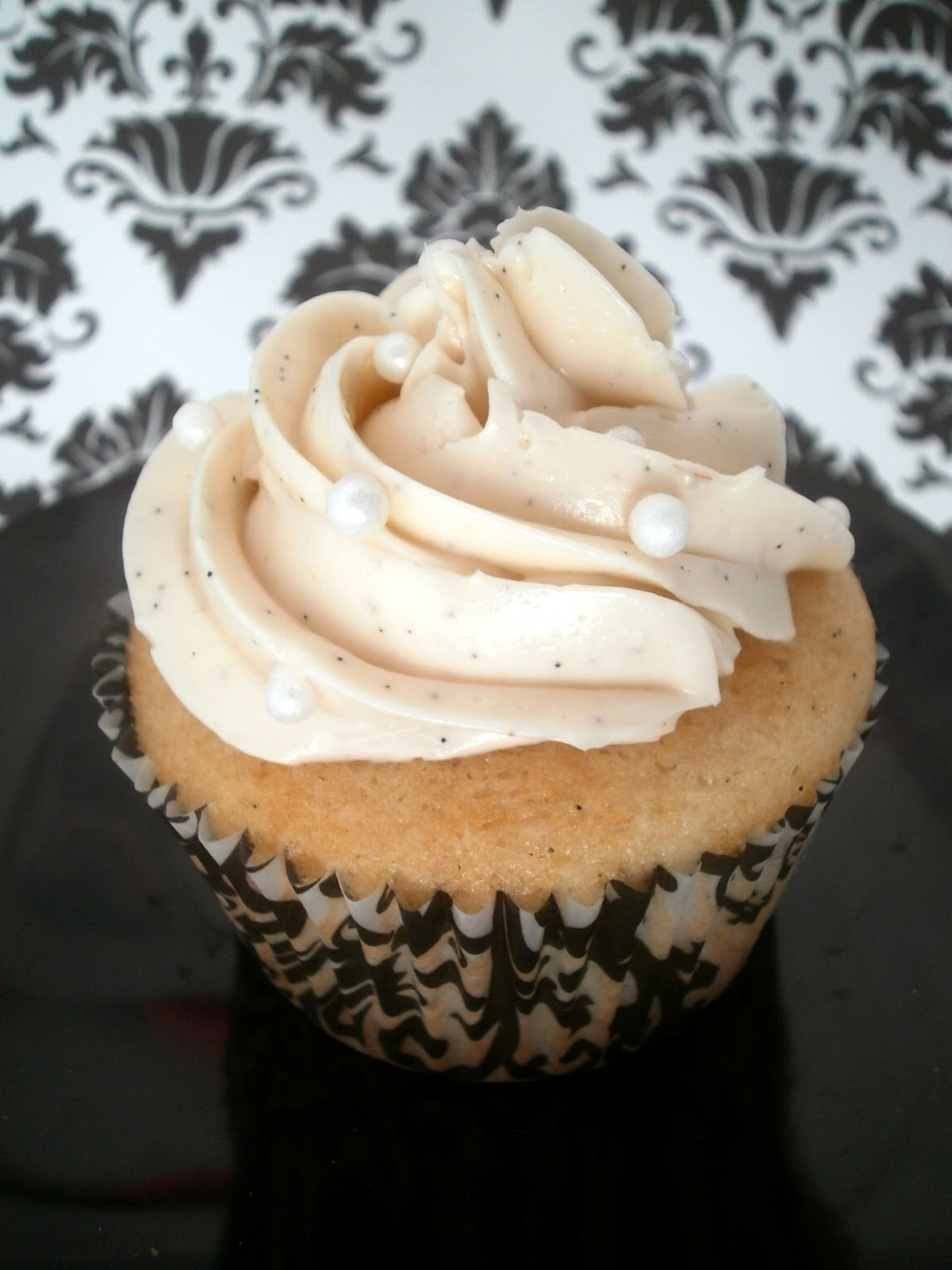 The Busty Baker: Vanilla Bean Cupcakes