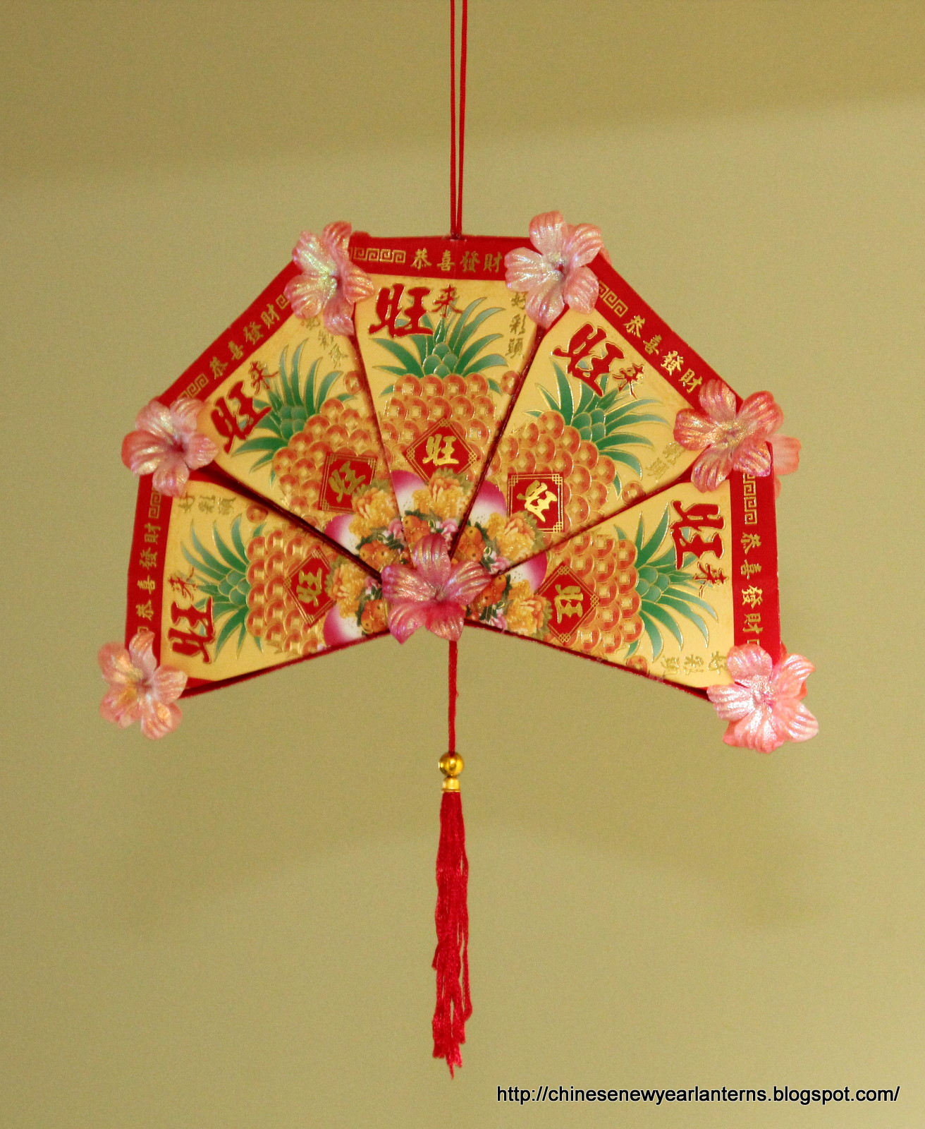 Chinese new year lanterns how to make an ang pow fan for Ang pao decoration