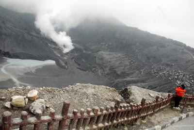Menikmati Kesejukan Gunung Tangkuban Perahu yang Melegenda