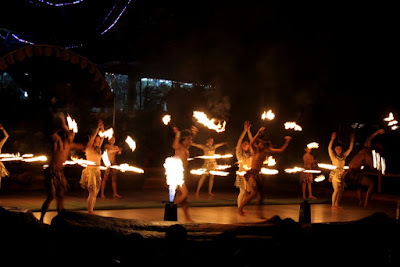 pertunjukan fire dance