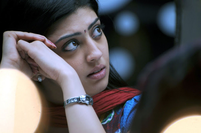 watch pranitha from udhayan movie glamour  images