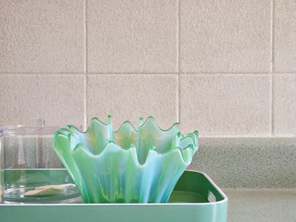 http://3.bp.blogspot.com/-PdrdyfyzrNs/VUvncNyCj4I/AAAAAAAAaQE/opx_w2A0bFo/s1600/Bathroom%2BOne%2BYear%2BLater.jpg