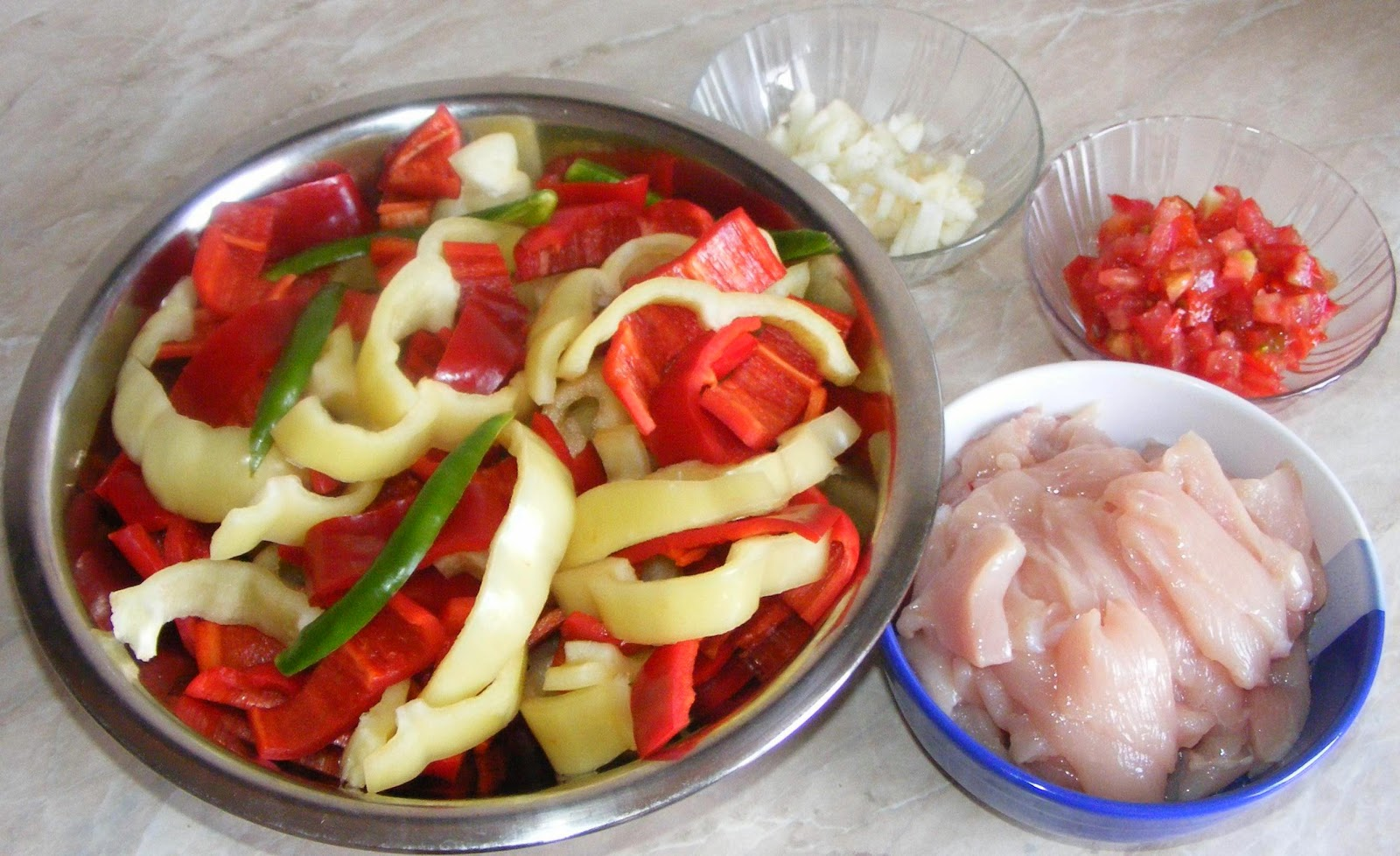 ingrediente piept de pui cu ardei si susan , ingrediente pui cu susan, cum se prepara pui cu susan, cum se prepara piept de pui cu ardei si susan, retete de mancare, retete rapide, retete simple, retete chinezesti, retete asiatice, retete straine,