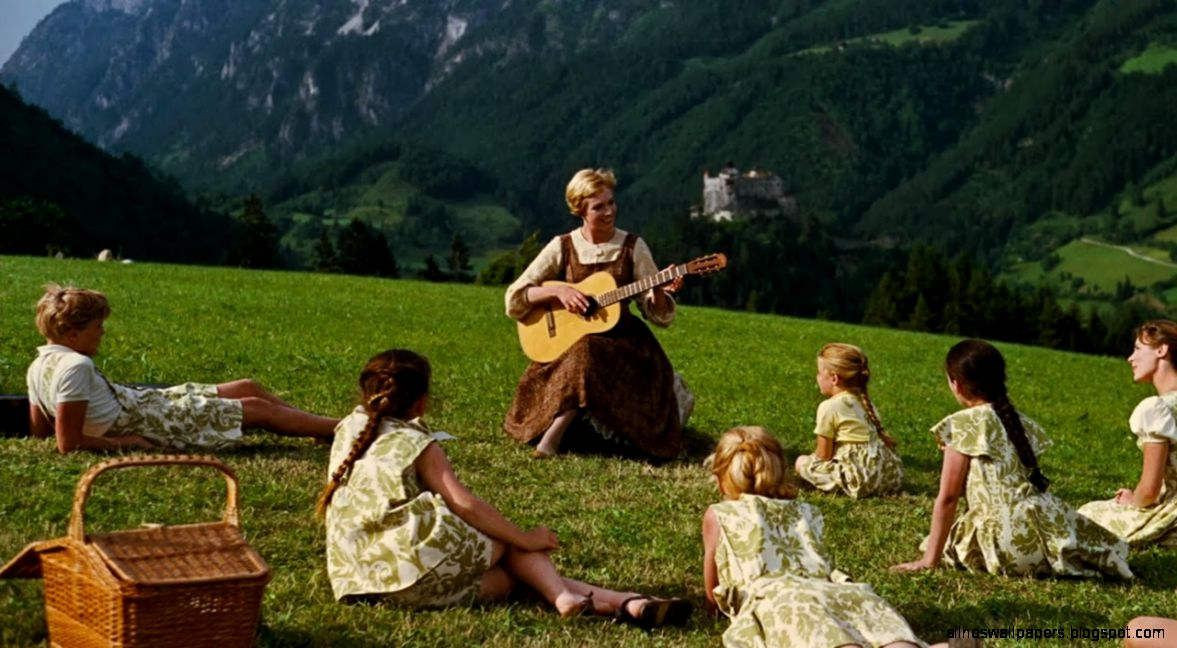 SOUND OF MUSIC Sound of Music Draws Queue