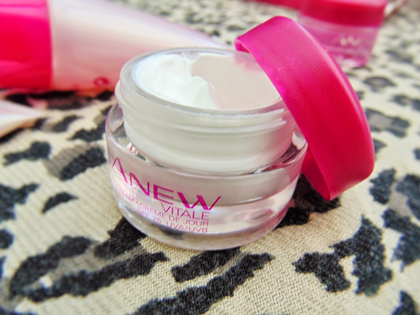 avon anew vitale skincare kit day cream