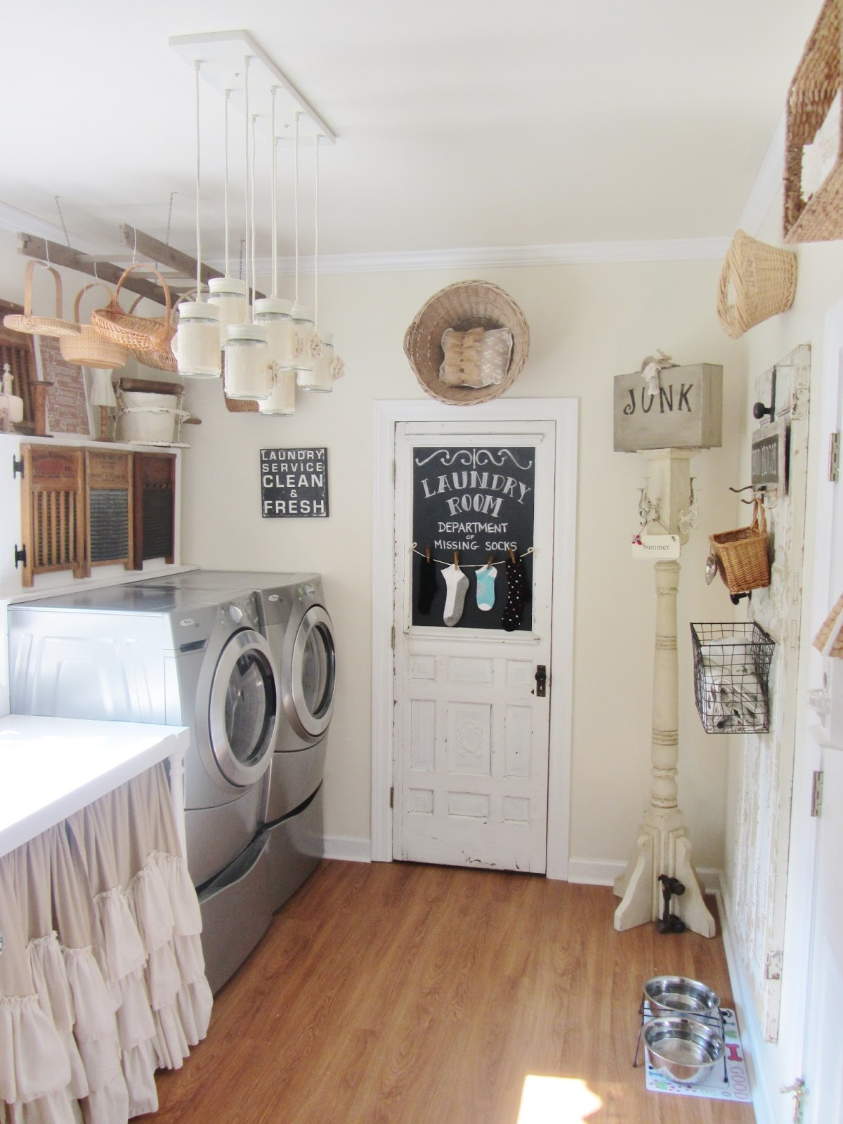 Junk chic cottage laundry room for Utility room ideas