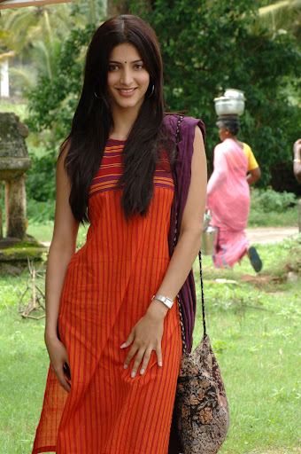Sruthi Hassan Cute Photos from 7th Sense in Sleeveless Churidar