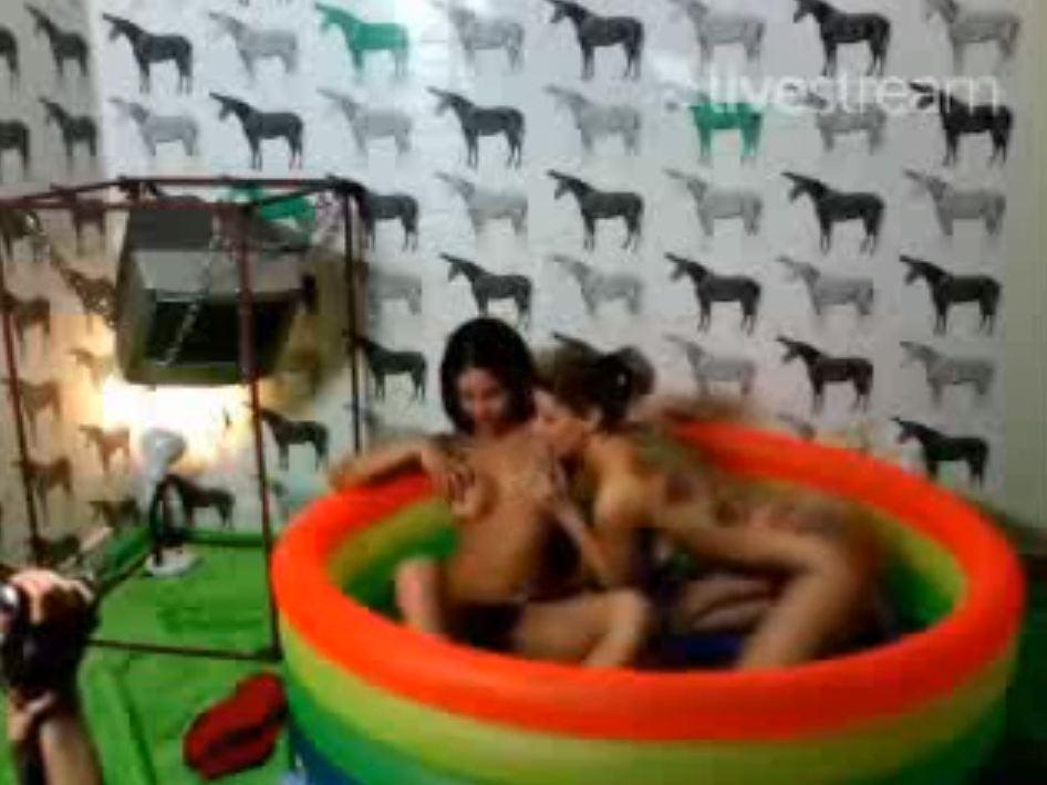 Bruna Vieira e Mônica Mattos no Twitcam