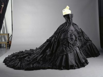 Site Blogspot  Gothic Wedding Dresses on Nothing But Beauty  Colorful Wedding Dresses Black
