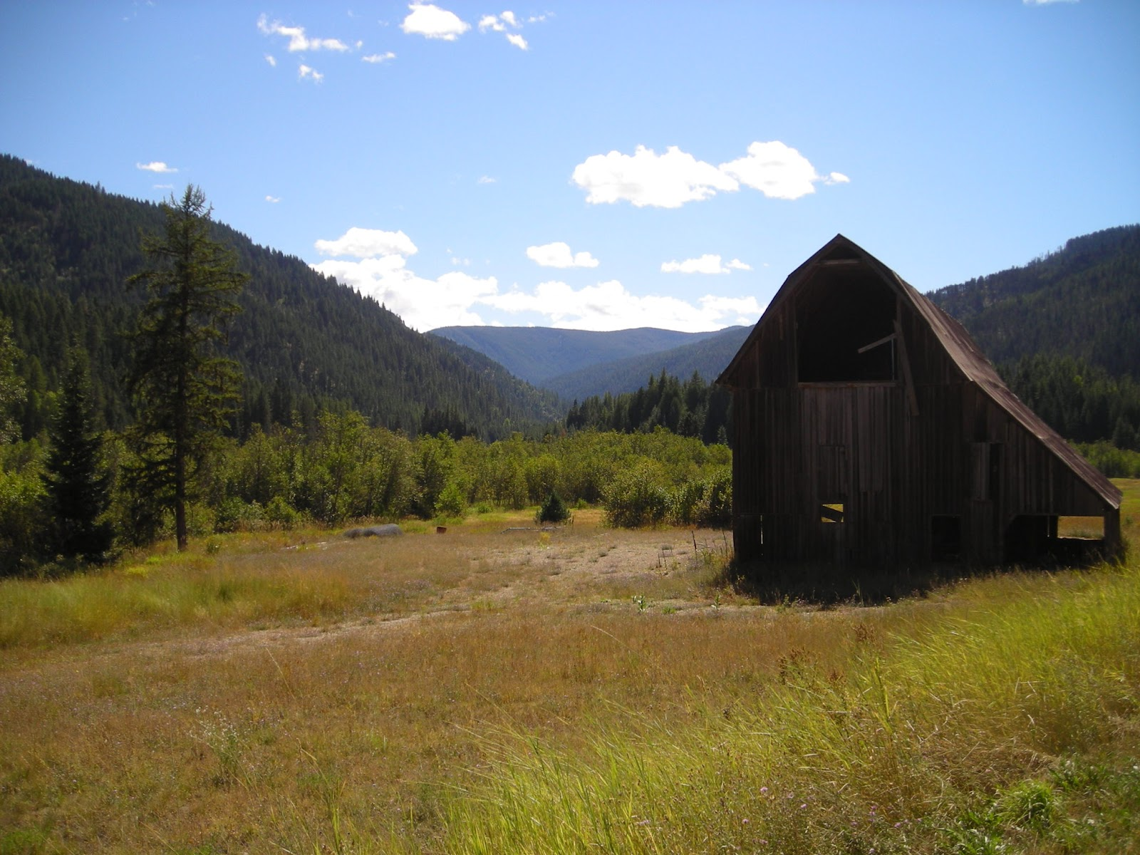 Montana sanders county dixon -  Road Out Side Heron Montana Just To See What We D Find Why Not Follow The Lovely Elk Creek These Are The Two Amazing Barns We Spotted Along The Way