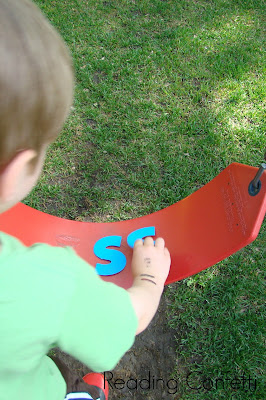12 outdoor activities that teach kids letters and words