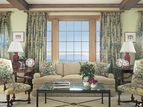 Cottage living room decorating ideas 2012 furniture design for Cottage style family room