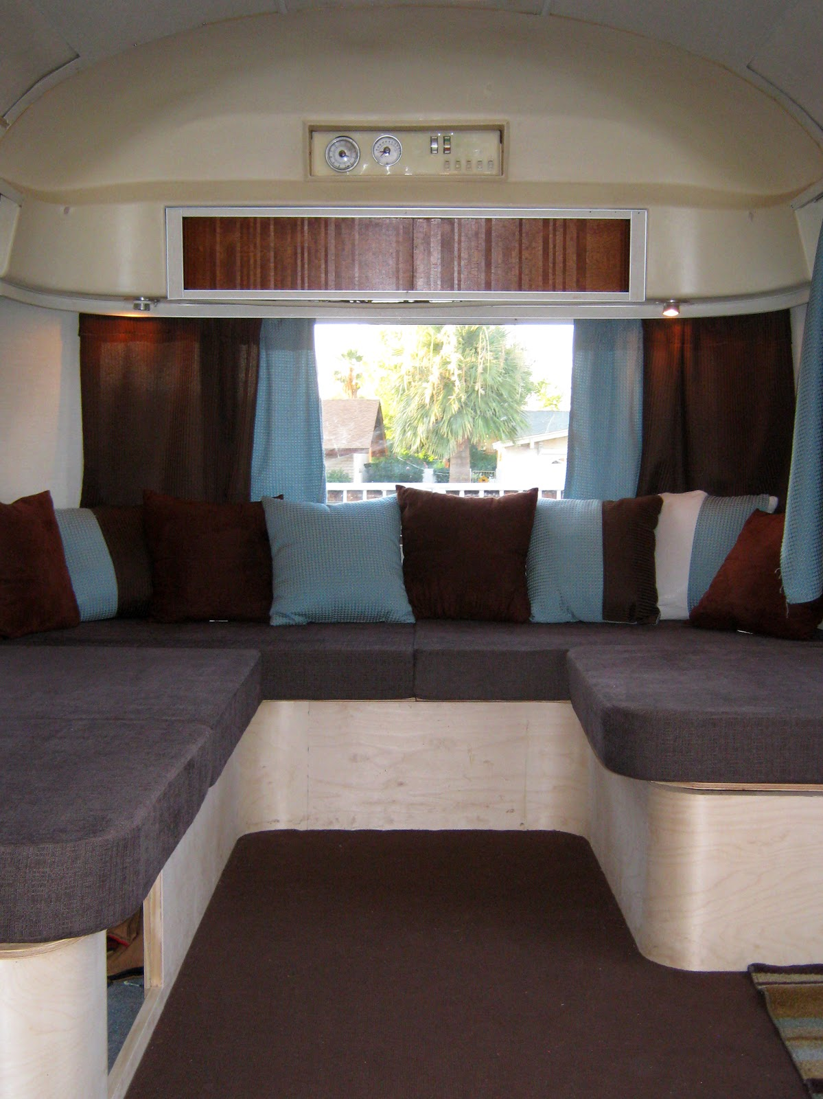 airstream renovation airstream front seating. Black Bedroom Furniture Sets. Home Design Ideas