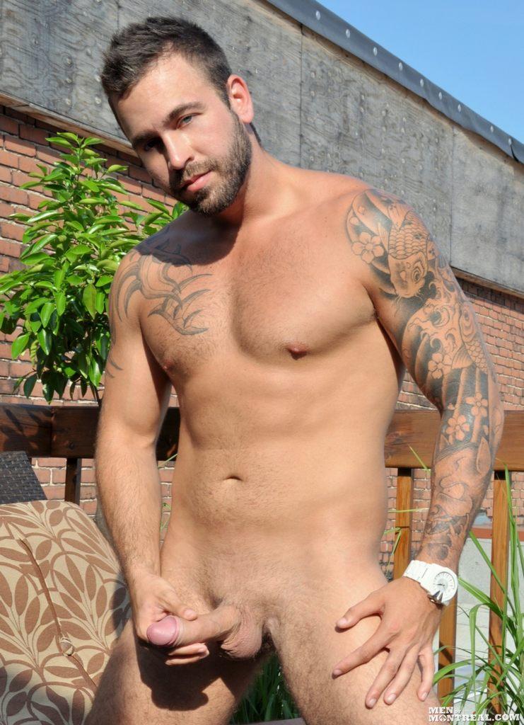 Hombres desnudos con grandes nalgas