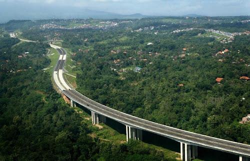 Foto Udara Jalan Tol Semarang Solo Posisi Ungaran
