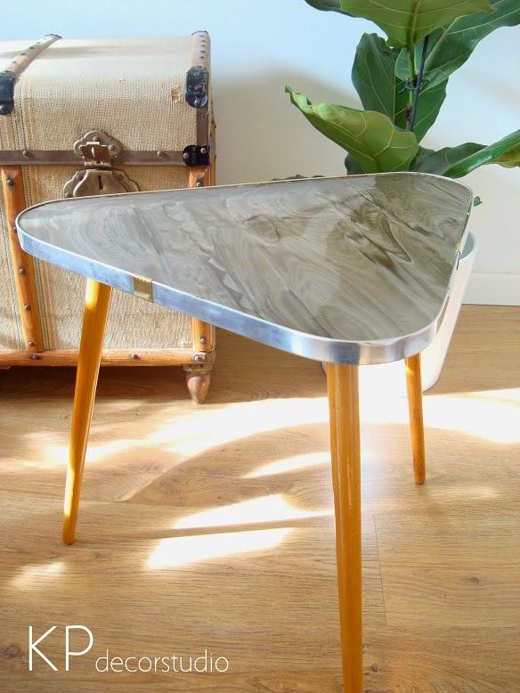 Comprar mesita vintage auxiliar. Fotos de mesas pequeñas con patas inclinadas