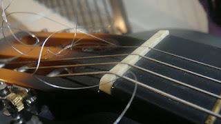 Penyebab Senar Gitar Mudah Putus