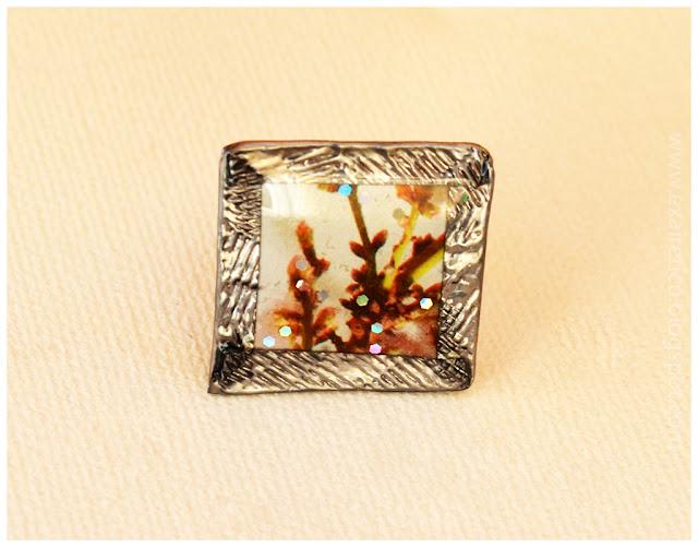 Χειροποίητο δαχτυλίδι με υγρό γυαλί και εικόνα από ανθισμένη αμυγδαλιά