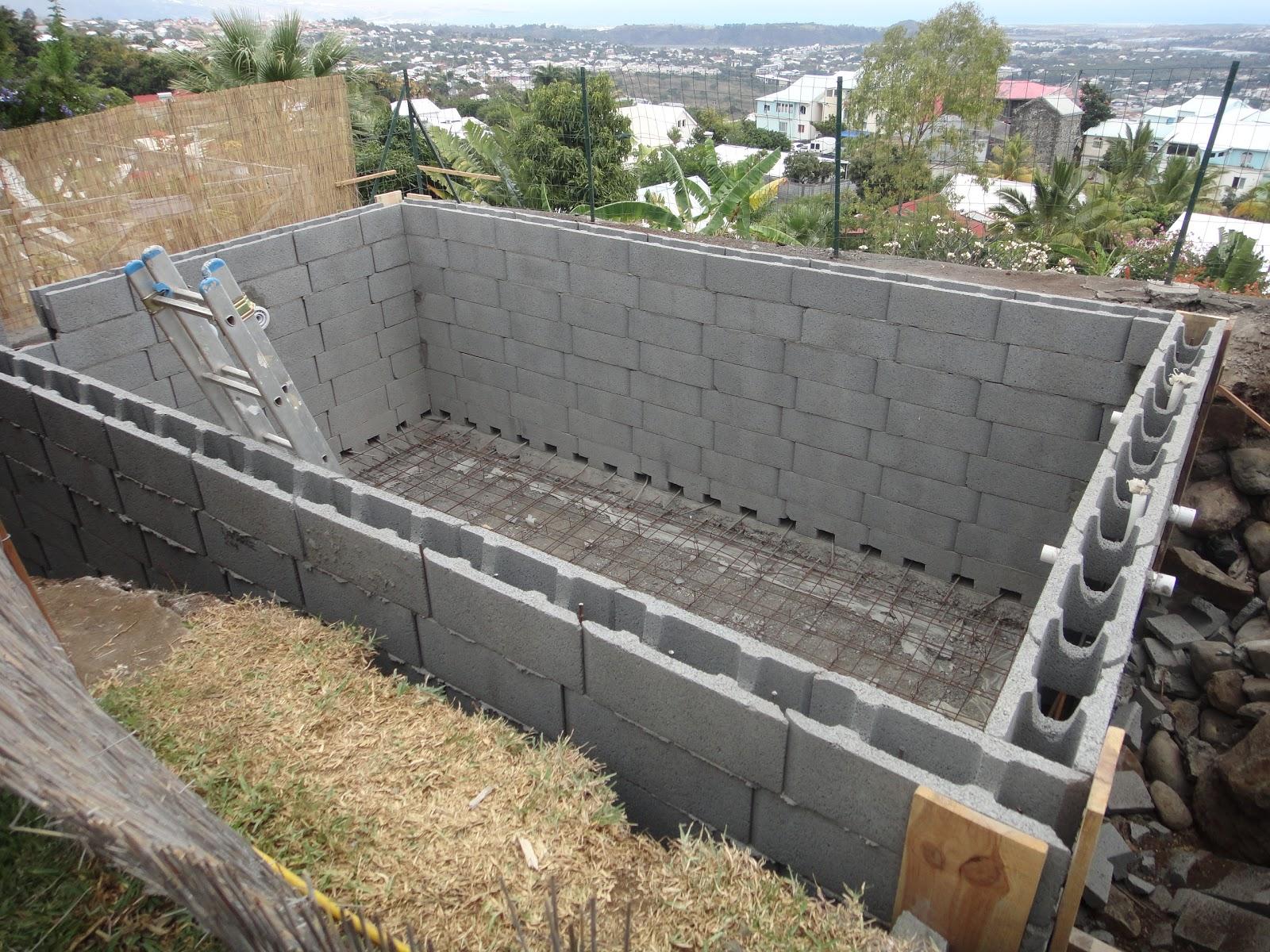 Construire sa piscine partie 1 le for Prix piscine beton